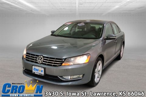 Certified Pre-Owned 2013 Volkswagen Passat TDI SE w/Sunroof & Nav 4dr Car