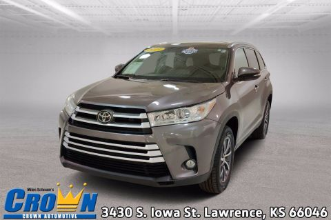 Pre-Owned 2019 Toyota Highlander XLE Sport Utility